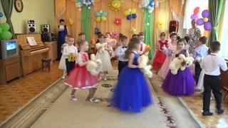 Выпускной бал Дети прощаются с игрушками детсад Калинка группа Красная шапочка Выпускники 2017
