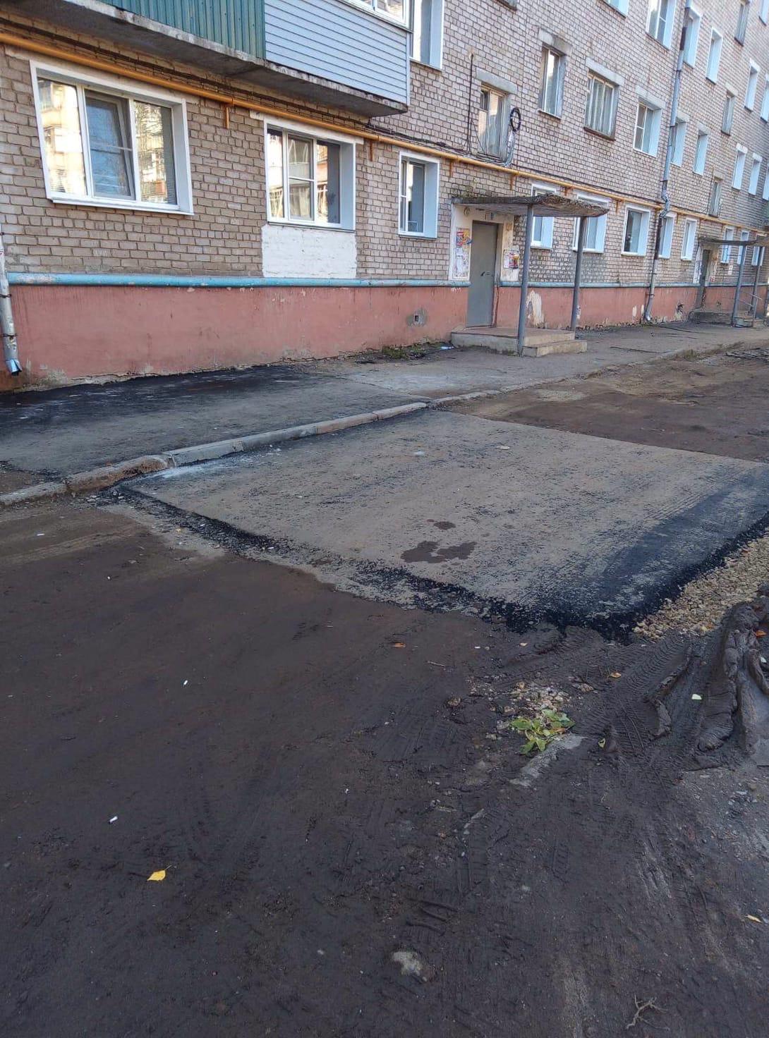 Чернышевского 34 КТК восстановили асфальтное покрытие возле