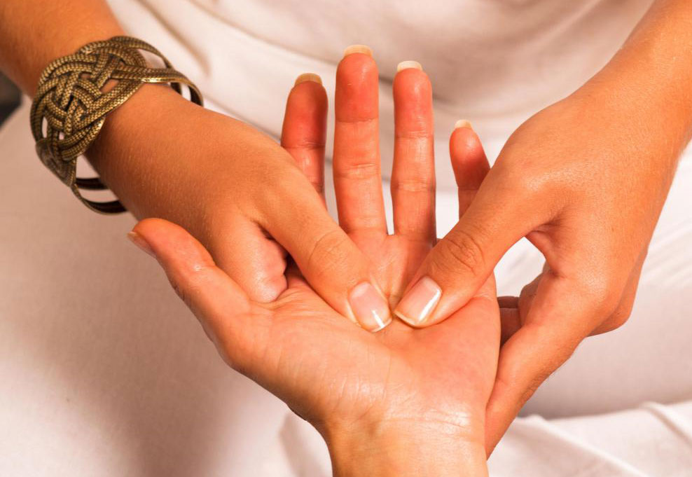 Точки давления могут быть найдены на руках и могут соответствовать различным органам.