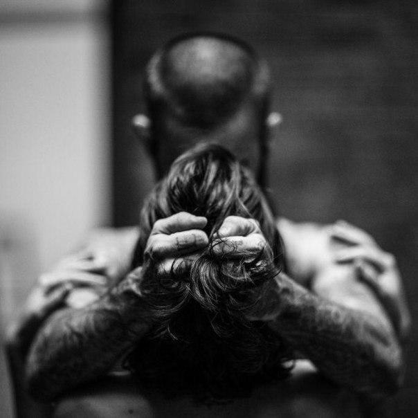 фото мужчина сзади и хватает за волосы творчеству присуща обнажённая