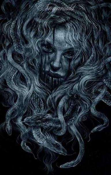 Взгляд Монтировка с трудом пролезала в щель каменной гробницы, скребла между ложбинок гранита, упираясь во что-то железное. Наташа давила на инструмент изо всех сил, тянула погнутую ручку вниз,
