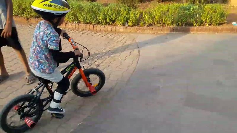 Bmx in india 5 Years Amazing Bmx Kid In mumbai bmx bmxflatlander bmxStreet bmxindia bmxkid
