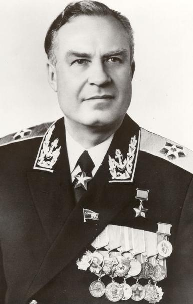 Герой Советского Союза, адмирал флота Владимир Николаевич Чернавин – моряк-подводник, выпускник Военно-морской академии, последний Главнокомандующий ВМФ СССР.