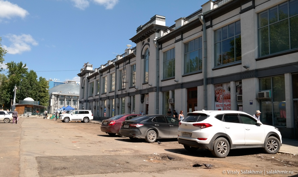 Пространство около Крытого рынка в Саратове 2020