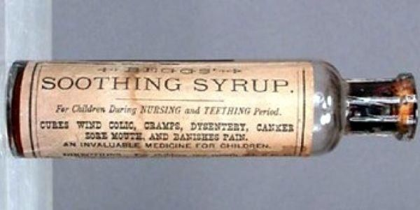 Медицинские практики прошлого 10. Детский успокаивающий сиропВ 19-ом веке медиками была разработана линия успокаивающих средств для детей - сиропы, таблетки, порошки. Утверждалось, что они