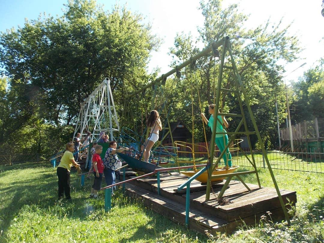 Управление культуры и кино Петровского района сообщило о режиме работы аттракционов в городском парке