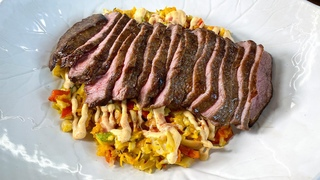 Жаркий Вегас у вас дома. Богатая жизнь на вкус. Попробуйте сами стейк с соусом и запечными овощами