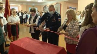 4 парты Героев России  открыты в школах.