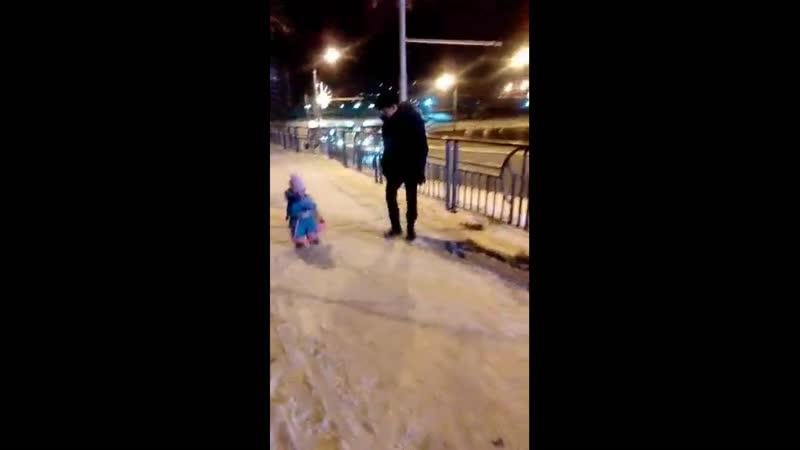 Русские Богатыри Аннушке год и 3 мес Едва научилась ходить уже авоськи с продуктами домой на себе шурует