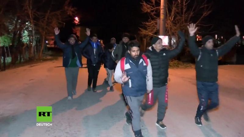 Nach Eskalation in Idlib Türkei öffnet für Flüchtlinge Grenzen nach Europa Erste Syrer unterwegs