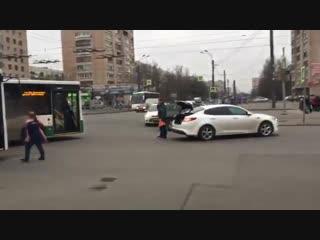 Дтп  на перекрестке димитрова  и будапештской