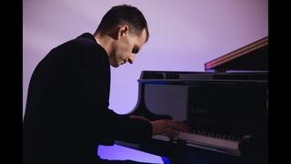 "Vladislav Mikhalchuk plays Beethoven's ""Moonlight Sonata"" LIVE"