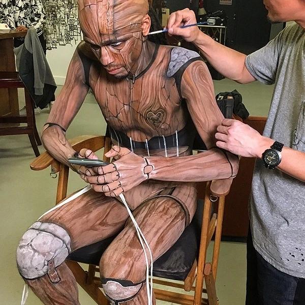 Дзиро уже больше 16 лет превращает людей в фантастических персонажей и продолжает достигать новых вершин в своей профессии