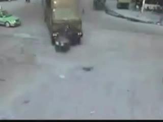Грузовик раздавил женщину!!!(Старое видео!)