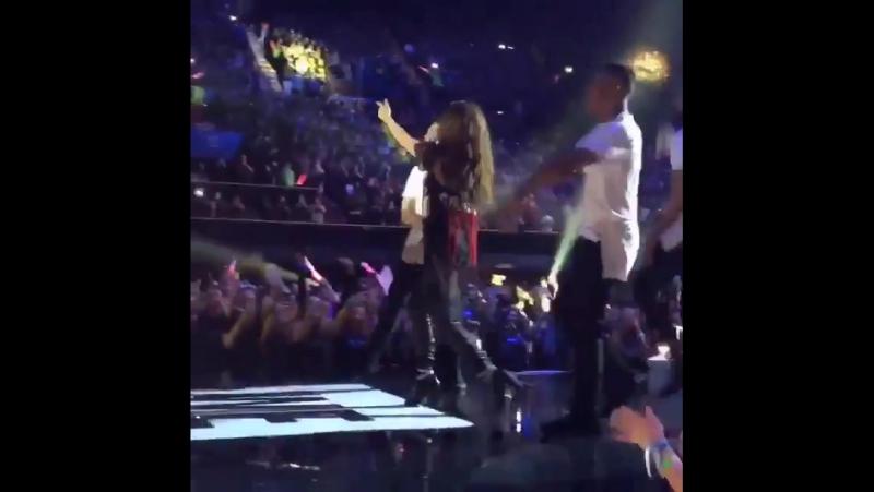 Selena performs KEWK