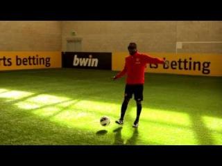 Telepathic football: Yorke & Cole vs Rooney, Welbeck & Hernandez