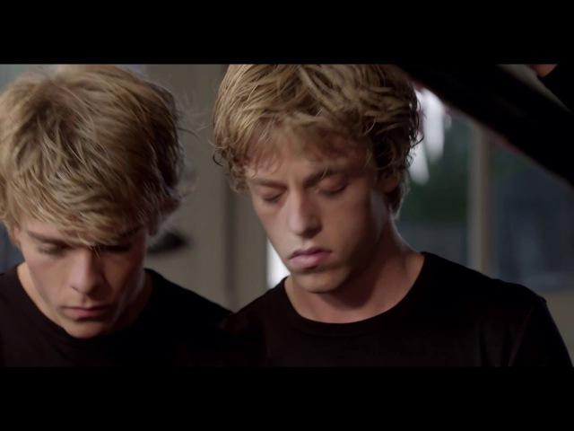 Lucas en Arthur Jussen spelen Mozart in het Concertgemaal