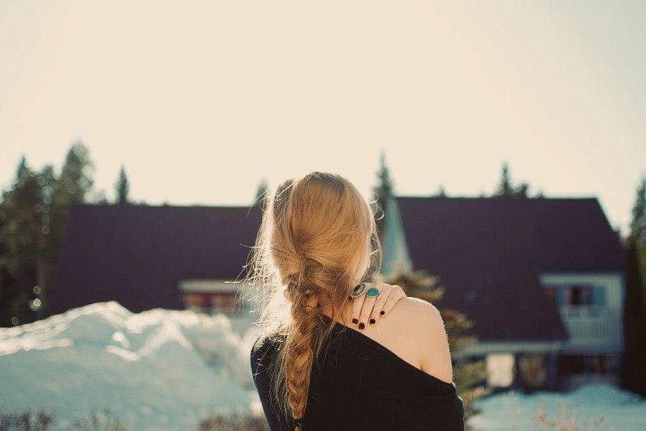 Девушки на аву без лица русые волосы зимой