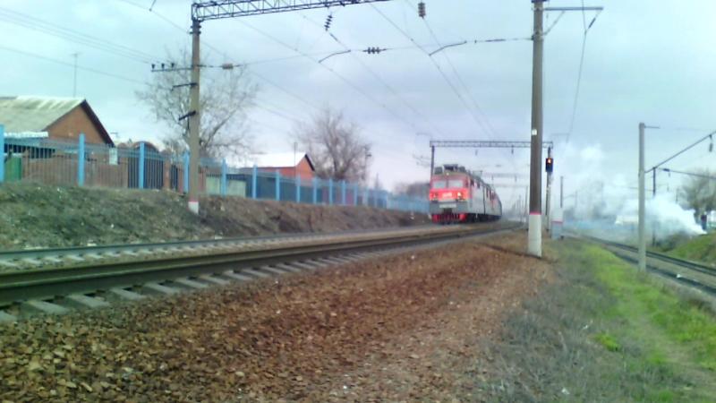 ВЛ80С-2696 (ТЧЭ-6 Батайск)ВЛ80Т-875 (ТЧЭ-14 Сальск), перегон Кизитеринка-Развилка, 27 марта 2016 года.