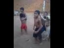 Crianças dançando forró com cachorro 'Hoje é segunda feira É não hoje é sexta'