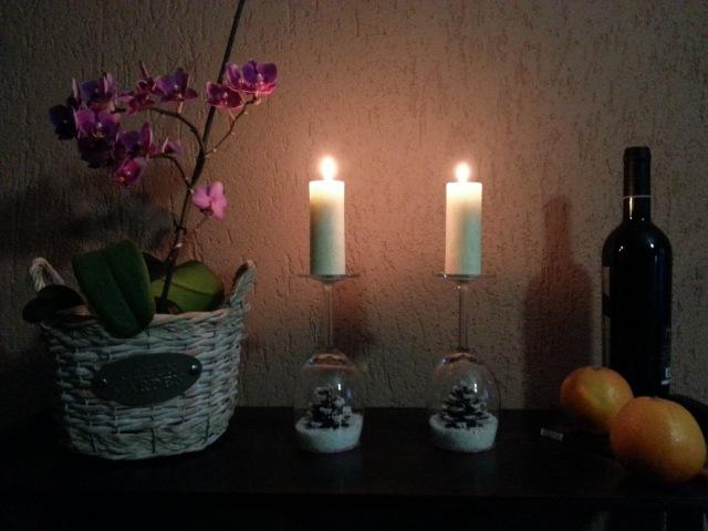 Suporturi pentru lumanari din pahare - sfesnice decorative de Craciun
