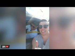 Криштиану сфотографировался с фанатом, набившим себе татуироу с ним