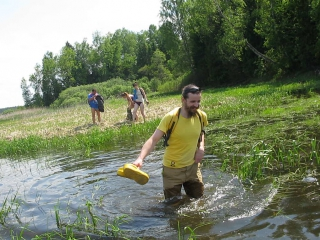 Там  где  болота  переходят  в  реку !  (  Истра  по  пояс )