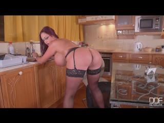 08.11.2016 - emma butt - curvy kitchen masturbation