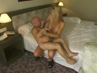 Kelly stafford отсасывает карлику (порно,brazzers,анал,инцест,мамки,секс,ебля,минет,мжм,сексвайф,sex,молодая midget