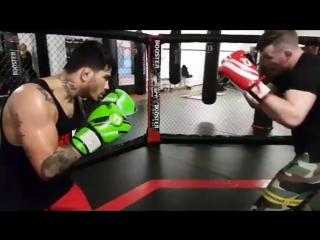 Экс-чемпион М-1 Штефан Пютц тренируется с Эриком Сильвой