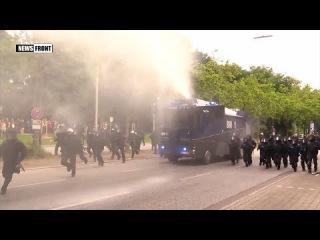 В Гамбурге полиция водометами разгоняет участников митинга против саммита G20