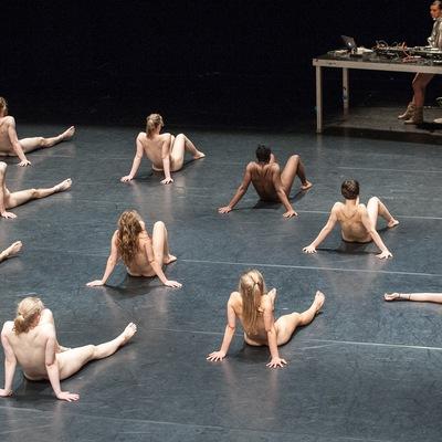 Смотреть танцовщиц на сцене голых — img 8