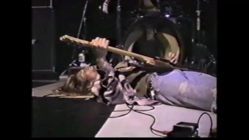Nirvana (live concert) - June 24th, 1989, Als Bar, Los Angeles, CA - YouTube 00_07_45-00_08_01