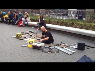 Dario Rossi  великий уличный techno-house барабанщик