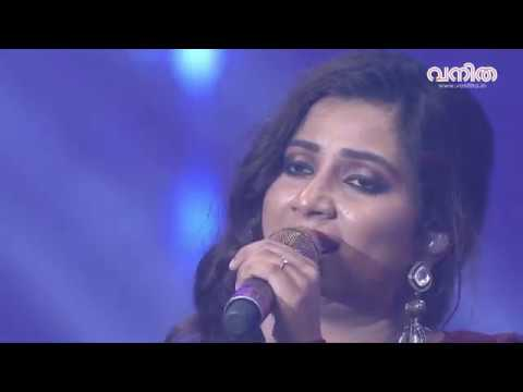 Shreya Ghoshal sings Ghoomar from Padmaavat at Vanitha Film Awards 2018