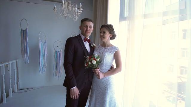 Отзыв о проведении выезной свадебной церемонии Ильи и Елены в интерьере фотостудии Фабрика