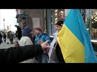 Агрессивные провокаторы пытались сорвать акцию в поддержку крымских татар...