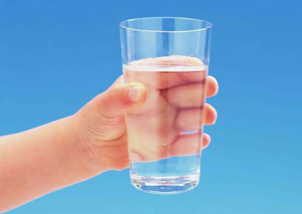картинка пустой стакан в руке прошлом тесте