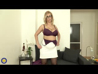 Big breasted milf patricia sweet loves to tease her wet pussy with her toys - http://www.vidz72.com