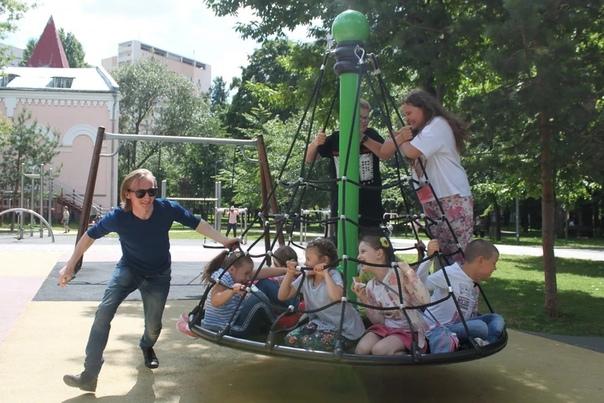 В нашем мегаполисе немного уютных мест для детей. Мы предлагаем Вашему ребенку провести лето полноценно, интересно, с пользой и в компании сверстников, пока родители заняты работой. летний