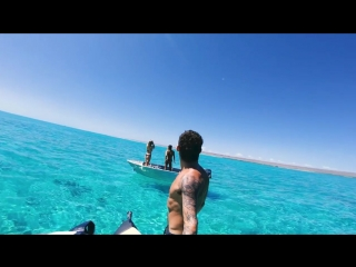 Ybs lifestyle ep 4 amazing clear water hammerhead shark encounter chilli crab catch and cook (720p)