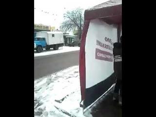 СРОЧНО! 18+ украинка накрыла матом агитаторов из палатки Порошенко