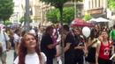 Băieţii din pază s au dat aproape să filmeze parada curcubeului