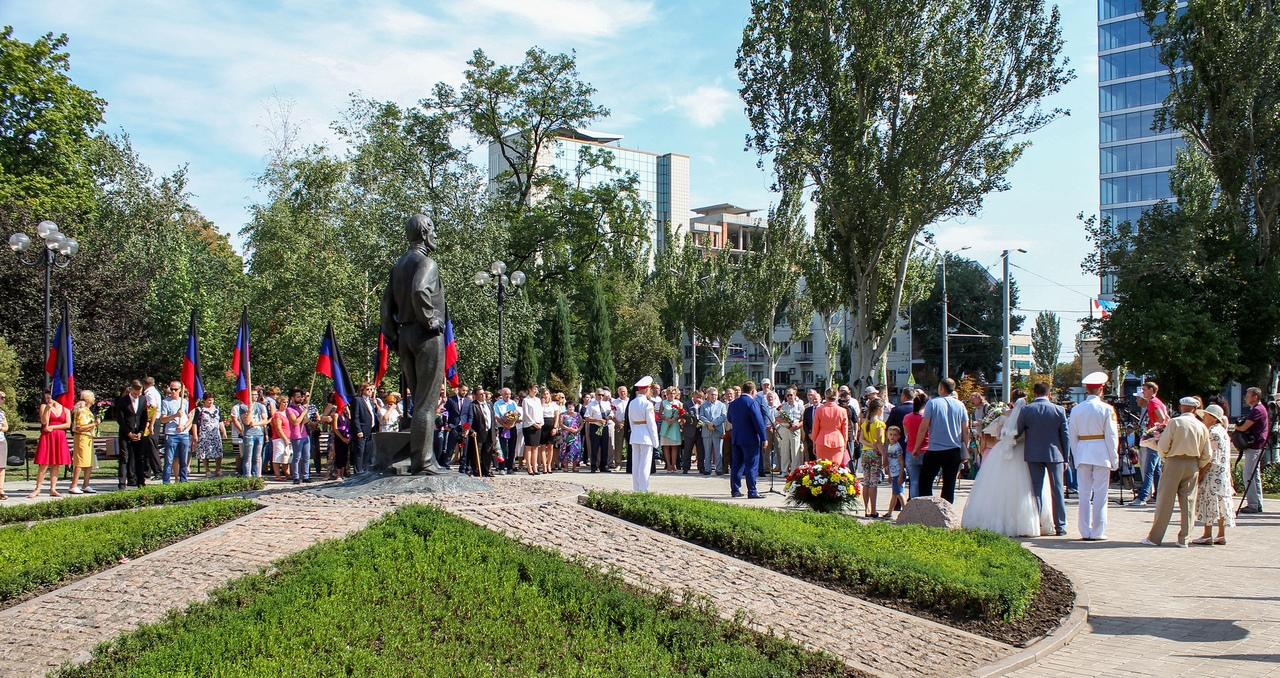 Алексей Кулемзин принял участие в митинге и возложении цветов к памятнику Джону Юзу