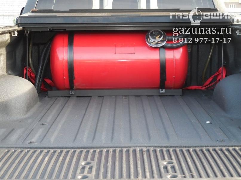 цилиндрический баллон объёмом 200л., в грузовом отсеке