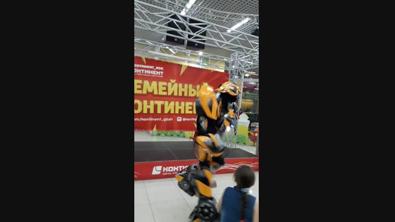 Детки танцуют с Бамбелби🤖💃🕺