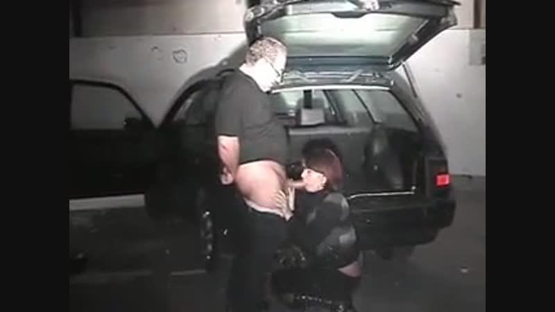 Пьяная шлюха на автостоянке