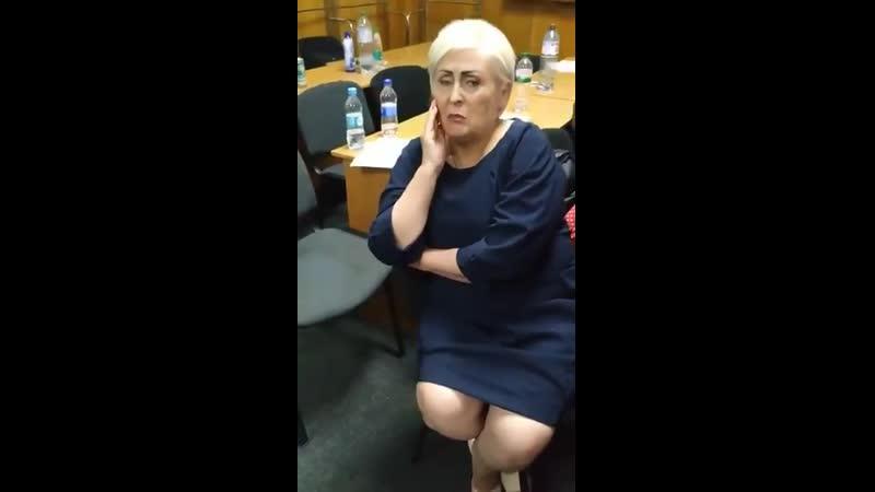 Ополченочка в окружній комісії Торецька Королевська привезла її для масовки захищати резу