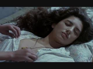 Пока сестра спит младший брат рассматривает ее голые сиськи (кончил на спящую сестру, увидел грудь своей сестры)