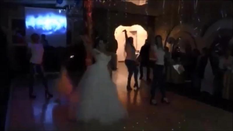 Танец сюрприз от невесты с подружками